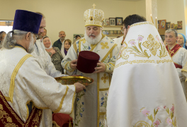 Cambridge, Ontario, Canada. 2 May 2015. Archbishop Gabriel awards Fr. Eugene with right to wear kamelaukion during Divine Liturgy at the church of Saint Patriarch Tikhon Confessor and New Martyrs of Russia. © Igor Ilyutkin