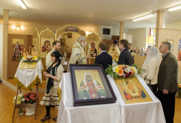 Cambridge, Ontario, Canada. 2 May 2015. Archbishop Gabriel blesses everyone after Divine Liturgy at the church of Saint Patriarch Tikhon Confessor and New Martyrs of Russia. © Igor Ilyutkin